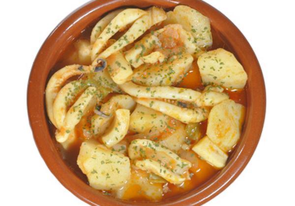 Calamares estofados con patatas 600x350